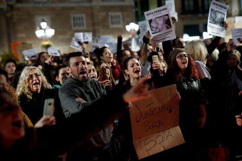 La polizia uccide Sota, il cane di un senzatetto, perché abbaiava. Proteste a Barcellona