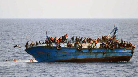Sono riprese le partenze dalla Libia. Nuovo barcone alla deriva con 100 persone a bordo