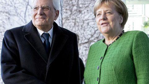 """Mattarella a Berlino: """"La Ue non è un comitato d'affari"""". Merkel: """"Bene stile pacato di Conte"""""""