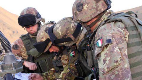 """Missione in Afghanistan, """"via il contingente italiano entro un anno"""". Moavero: """"Non so nulla"""""""