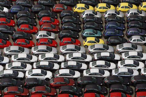 Istat, nuovo calo nella produzione industriale: il comparto auto segna le perdite più rilevanti
