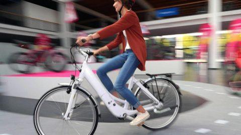 Nuovo codice della strada, le bici potranno andare contromano. Niente fumo in auto