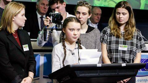 """Greta Thunberg marcia a difesa del Pianeta Terra. """"Non c'è più tempo"""""""