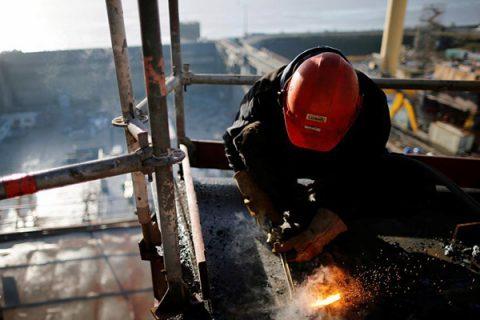 """In Italia un lavoratore su 4 è """"sovraistruito"""". E dal 2008 triplicate le fughe all'estero"""