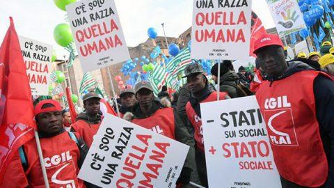 """Sindacati in piazza, Landini guida la protesta: """"Non ci fermeremo"""""""