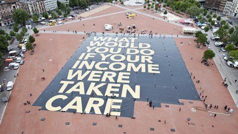 Dopo il reddito di cittadinanza, Beppe Grillo propone il 'Reddito Universale Europeo'