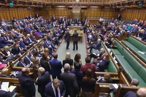 Brexit, la Camera dei Comuni approva la richiesta di un rinvio al 30 giugno. No a un referendum bis