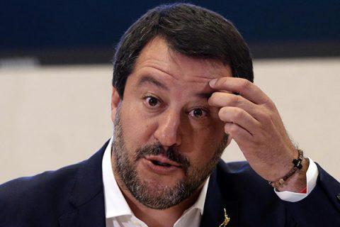 La retromarcia di Salvini: ci sono solo 90mila clandestini. Gelo del M5S: fu lui a scrivere 500mila nel contratto di governo