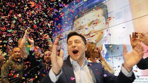 Zelensky è il nuovo presidente dell'Ucraina. Sconfitta clamorosa per Poroshenko