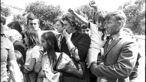 28 maggio 1976: missino contestato ad un comizio, spara