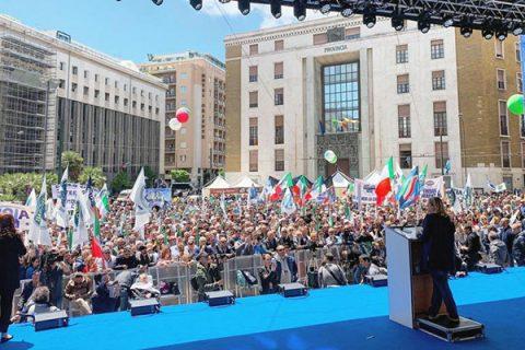 """Meloni a Salvini: """"Molla la sinistra dei 5Stelle"""""""