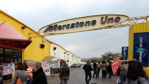 Fallisce Mercatone Uno, negozi chiusi senza preavviso: i dipendenti lo scoprono dai social