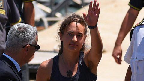 Non convalidato l'arresto di Carola Rackete: è libera. Ma il prefetto firma l'espulsione