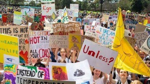 Dall'Indonesia a New York, gli studenti in piazza per il clima