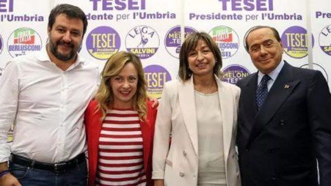 CasaPound si autoinvita nella piazza di Salvini. Forza Italia si spacca: la nostra storia è diversa