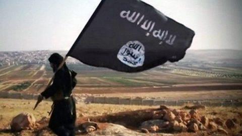 Siria, ritorna l'incubo Isis: scontri contro i curdi nel campo di prigionia, circa 900 jihadisti in fuga