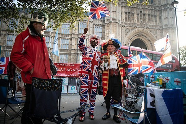 attivisti brexit