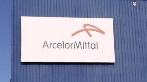 ArcelorMittal abbandona Taranto e l'ex Ilva. Scoppia la polemica. L'azienda: c'era il diritto di recesso