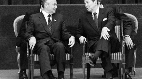 19 novembre 1985: primo incontro tra Gorbachev e Reagan
