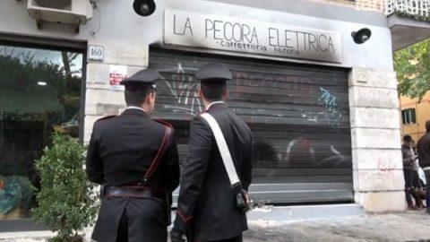 Nuovo incendio alla libreria Pecora Elettrica: stava per riaprire dopo quello del 25 aprile