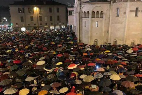 A Modena il popolo delle 'sardine' fa il bis: 7 mila in Piazza Grande