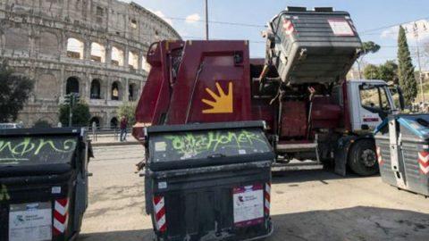 Rifiuti, raccolta differenziata in calo a Roma