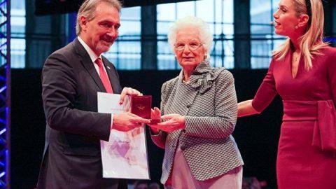 A Liliana Segre la Medaglia d'Oro al merito della Croce Rossa Italiana