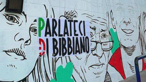 """La Cassazione revoca i domiciliari al sindaco di Bibbiano, solidarietà da Renzi: """"Su lui montagna di fango"""""""