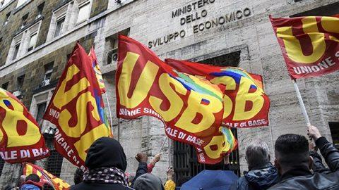 Coronavirus, lavoratori in agitazione: Cgil, Cisl e Uil chiedono lo stop, Usb verso lo sciopero