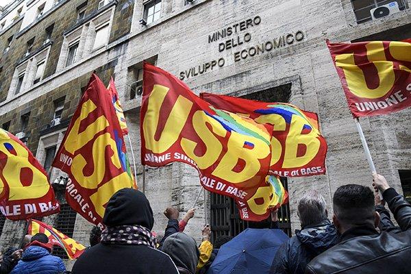 lavoratori sciopero