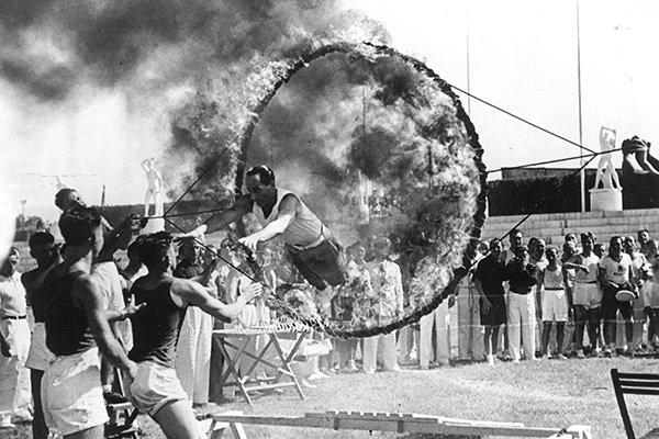 starace cerchio fiamme