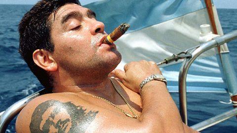 maradona sigaro mare
