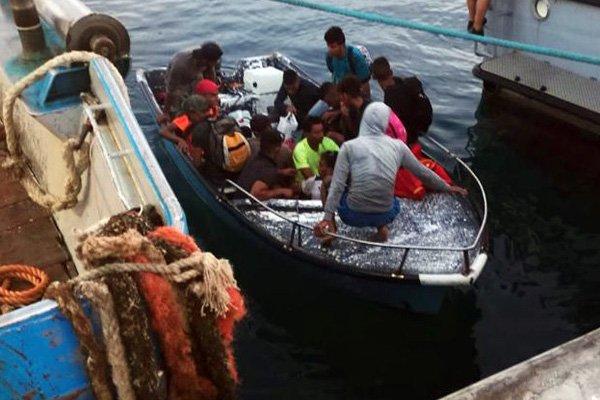 barchino migranti lampedusa