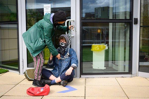 protesta vaccini cambridge